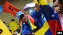 Henrique Capriles (c), participa en un acto de su campaña presidencial en la ciudad de San Carlos, estado Cojedes (Venezuela) el 4 de octubre de 2012.