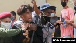 Arresto de un menor durante las protestas del 11 de julio en Cuba. (Captura de video/Amnistía Internacional)
