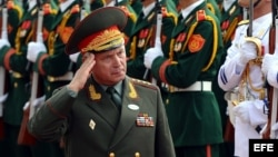 Archivo - Valeri V. Gerasimov cuando visitaba Vietnam.