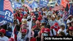 Caravana de apoyo a la reelección del presidente Donald Trump en Miami. (Foto de Roberto Koltún)
