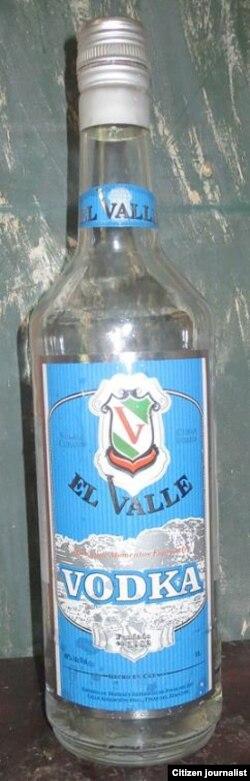 El Valle, una de las nuevas marcas de vodka cubano. Les dicen rompetripas (JH Fernánez).