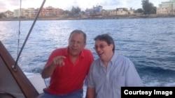 El canciller ruso Serguei Lavrov (i) y su homólogo cubano Bruno Rodríguez.