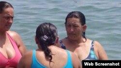 Fotografía de mujer con increíble parecido a Hugo Chávez