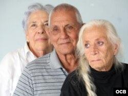 De izquierda a derecha, los expresos políticos cubanos Ana Lázara Rodríguez, Enrique Alonso y Miriam Ortega. (Roberto Koltun/Radio yTV Martí)