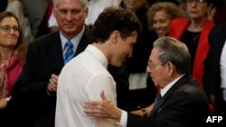 Castro y Trudeau en la Universidad de La Habana.