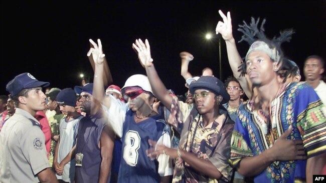 VIII Festival Nacional de Rap y Hip Hop en Alamar, La Habana. Foto tomada el 18 de agosto de 2002. AFP/ Niurka Barroso.