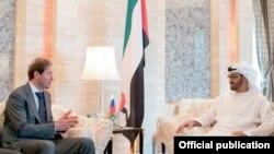 El ministro ruso de Comercio, Denis Manturov, se reúne con el príncipe heredero de los Emiratos Arabes Unidos, Shaikh Mohammed.