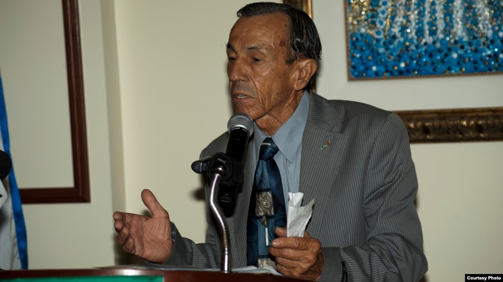 Abel Nieves Morales. (Foto Cortes[ia de Wenceslao Cruz)