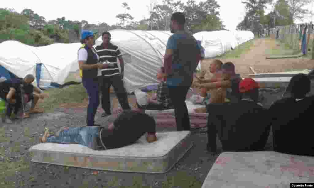 La Regional Darién de la Defensoría del Pueblo ha llevado ayuda humanitaria y atención médica a los migrantes cubanos.
