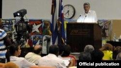 Miguel Díaz-Canel Bermúdez, miembro del Buró Político del Partido Comunista de Cuba, en Congreso de los periodistas de Cuba. Foto Archivo