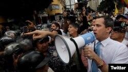 Juan Guaidó, dirigiéndose a la PNB