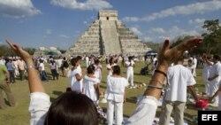 RUINAS DEL REY (MEXICO). Indígenas mayas realizan una ceremonia en la zona arqueológica de Ruinas del Rey, en el mexicano estado de Quintana Roo