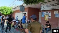 Cubanos a la espera de un salvoconducto que les permita avanzar hacia la frontera de México con EEUU.