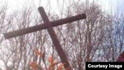 Un cruz improvisada.