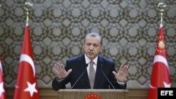 """El presidente turco Recep Tayyip Erdogan durante una reunión con caciques llamados """"mujtar"""" en Ankara (Turquía) el 26 de noviembre de 2015."""