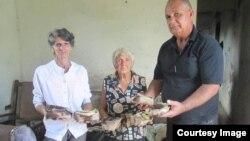Proyecto Tondique entrega alimentos a residentes por fin de año