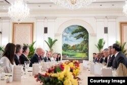 Almuerzo con el premier Lee en Istana