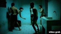 """Una escena de violencia en una beca, recreada en la película """"Camionero"""" de Sebastián Milo."""