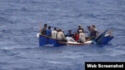Balseros cubanos en aguas de la Florida.
