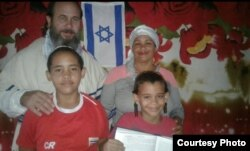 Olaine Tejada, junto a su familia, son judíos Bnei Anusim sefardíes.