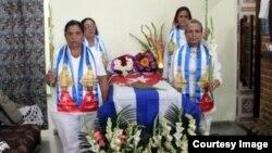 Damas de Blanco rinden tributo a Ada María López.