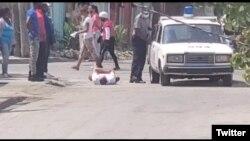 Arresto de José Daniel Ferrer, a las 8 am del jueves 22 de abril en Santiago de Cuba (Twitter).