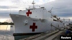 El USNS Comfort anclado en el Puerto de Miami.
