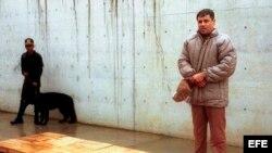 """El narcotraficante Joaquín Guzmán Loera, alias """"El Chapo"""", en el penal de alta seguridad de La Palma. Meses después de tomada esta foto, Guzmán se fugó del penal de Puente Grande."""