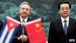 """El mes pasado Raúl Castro estuvo de visita , en busca de """"inspiración"""", en China y Vietnam."""