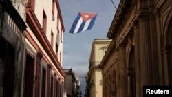 Una bandera cubana en una calle de La Habana. (REUTERS/Alexandre Meneghini)