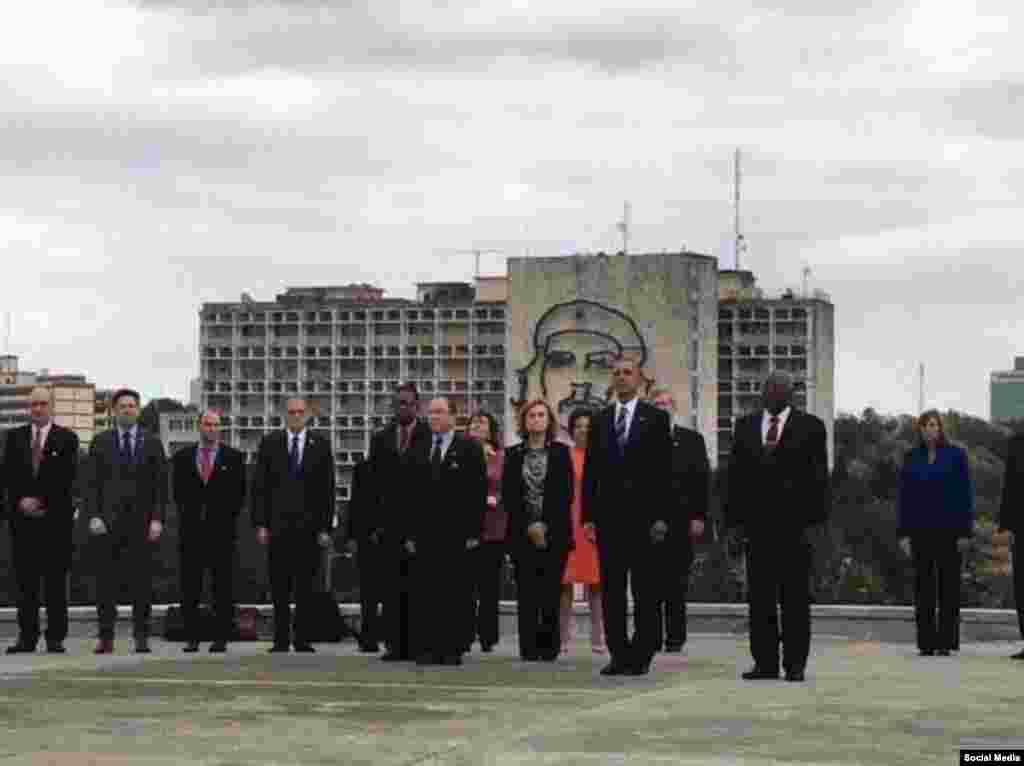 La foto que Obama pidió tomarse en la Plaza de la Revolución.