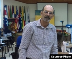Leonardo Rodríguez durante participación en curso del Instituto Interamericano de DDHH (2016)