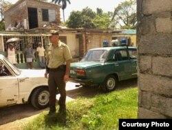 Asedio a casa de activista Yoel Bravo.