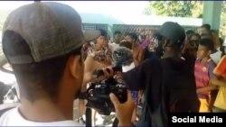 Cuando los raperos subieron a cantar, las autoridades mandaron a parar el evento.