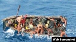 Balseros cubanos en alta mar