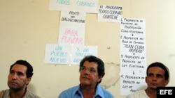 El disidente cubano Oswaldo Payá, promotor del proyecto Varela, y dos de sus colaboradores.