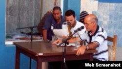 "Reporta Cuba. Lectura dramatizada de la obra de teatro ""Baños públicos SA""."