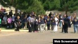 Trabajadores y clientes del Walmart de Amarillo, en Texas, huyeron de la tienda cuando inició la balacera.
