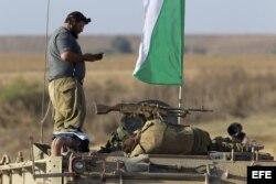 Soldados israelíes descansan en la frontera sur de la Franja de Gaza. (Archivo)
