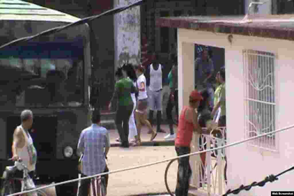 Imágenes de las detenciones a activistas de derechos humanos en Colón publicadas por @ivanlibre