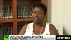 """Sandra Álvarez tiene un blog titulado """"Cubana negra tenía que ser"""" en el que combate la discriminación racial en la isla."""
