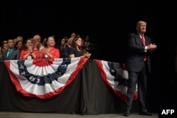 Trump en el acto celebrado en Teatro Manuel Artime de Miami el 16 de junio de 2017 donde anunció la nueva política de EE.UU. hacia Cuba.