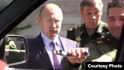 Putin inspecciona técnica militar
