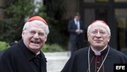 MP118 EL VATICANO 08/03/2013.- Los cardenales italianos Ennio Antonelli (d) y Angelo Scola (i) llegan a la séptima congregación de purpurados preparatoria del cónclave que elegirá al sucesor de Benedicto XVI