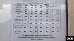 Un papel indica la suspensión de vuelos nacionales desde Baracoa hasta Gerona.