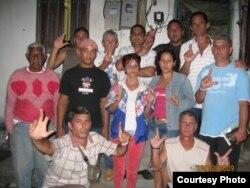 Activistas del MONR durante uno de los encuentros del grupo.
