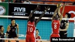 Voleibolistas cubanos en acción en la Liga Mundial 2016.