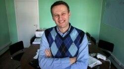 Alexei Navalny posa en su oficina en Moscú, Rusia, en una imagen de archivo de marzo de 2010. (AP/Alexander Zemlianichenko)