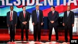 Los aspirantes a la candidatura presidencial por el partido republicano: Ben Carson, Marco Rubio, Donald Trump, Ted Cruz y John Kasich 9i-d) asisten al décimo debate televisado entre aspirantes republicanos a la Casa Blanca.