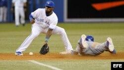 El jugador de Dodgers Yasiel Puig (d)